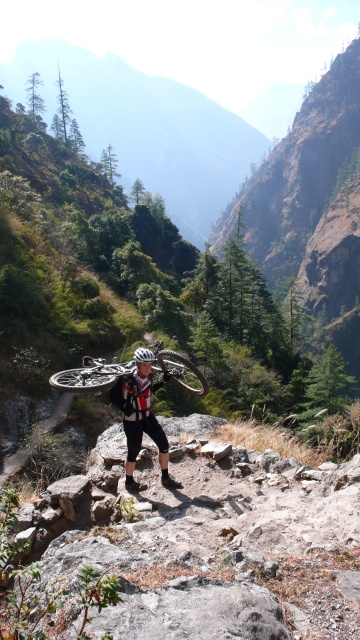 Steiler Aufstieg ins Tsum Valley...