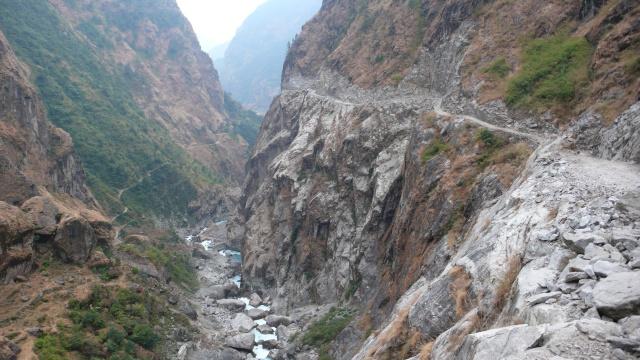 Die letzten 50 km nach Besisahar zogen sich auf dem üblen Jeeptrach schier unendlich dahin